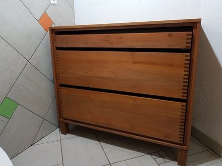 Predalnik iz akacijevega lesa