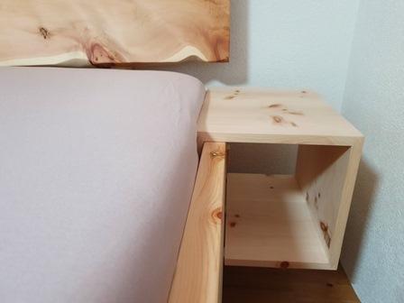 Miza iz hrastovega lesa